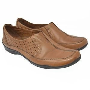 CLARKS Artisan Sz 8M Brown Leather Slip On Loafers